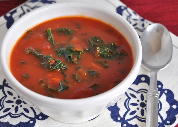 Задушен кейл с домати - ястие от Кения